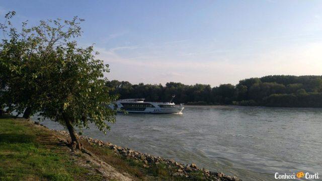 Castelo Devín e o rio Danúbio