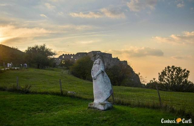 Estátua da Donzela no Castelo Devín, Eslováquia