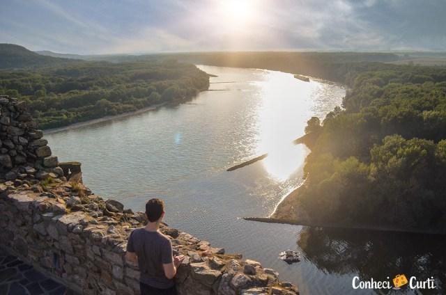 Vista dos rios Danúbio e Morava no Castelo Devín, Eslováquia