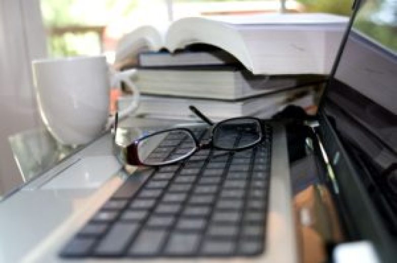 ノートPCと眼鏡