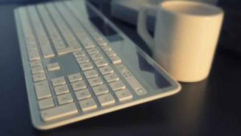 カップとキーボード