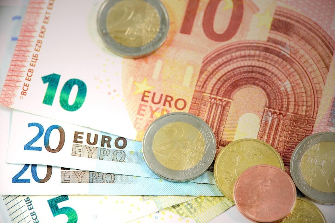 ユーロの紙幣とコイン