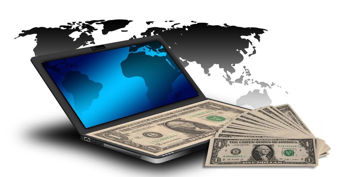 ラップトップPCと米ドル紙幣