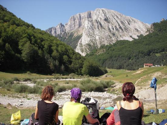 Comiendo al lado del río, cerca del camping de Zuriza