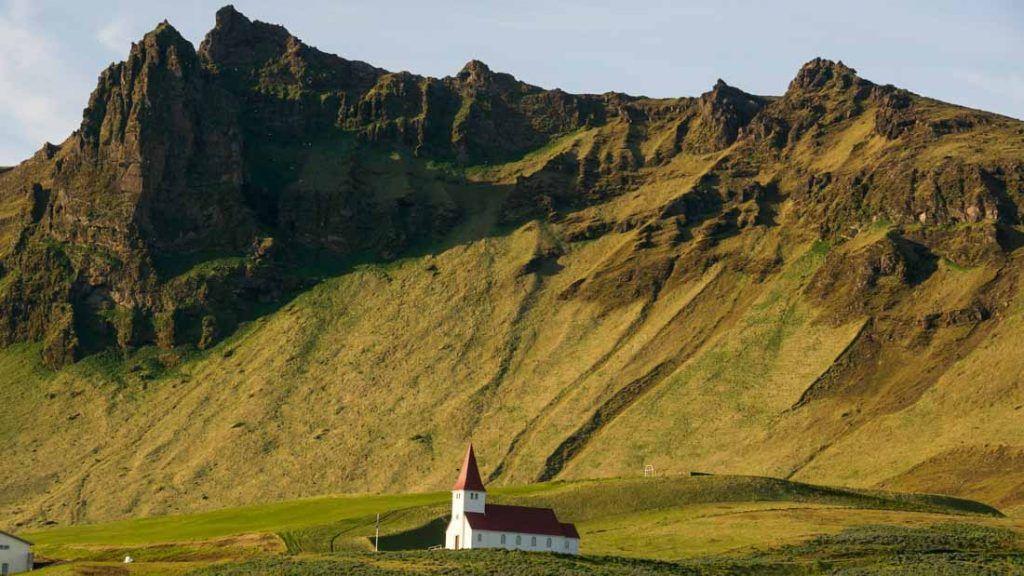 Iglesia de Vík - Islandia (Foto: Raúl Vega)