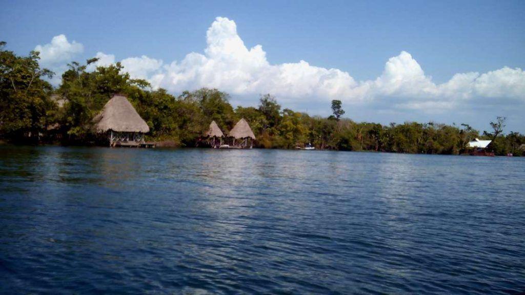 Lago en Rio Dulce - Guatemala