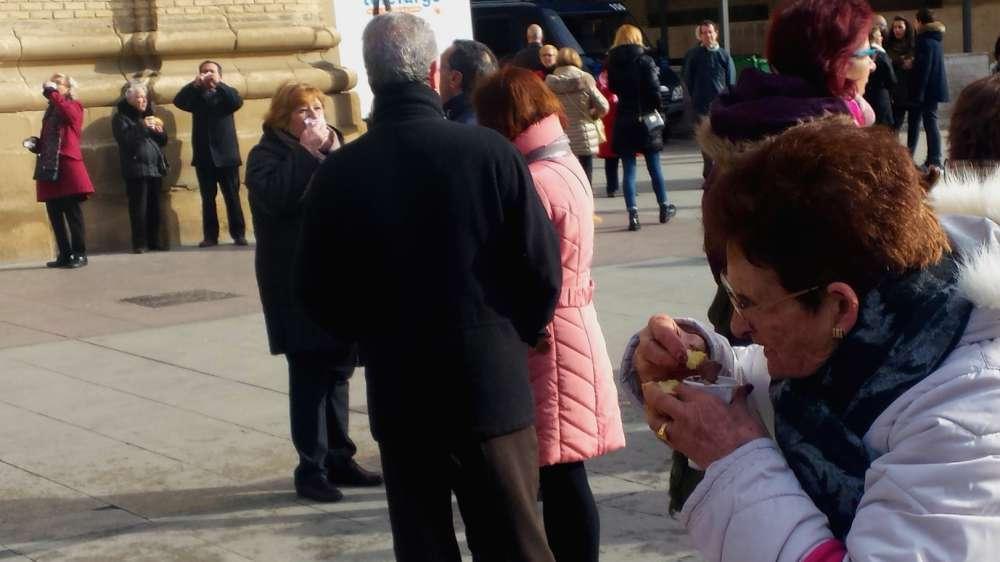 Comiendo Roscon Y Chocolate En San Valero - Zaragoza
