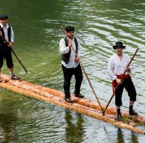 Los gancheros del Alto Tajo; una tradición convertida en fiesta.