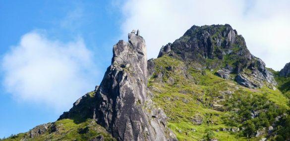 Escalada – Ascensión a la cabra de Svolvaer (Svolvaergeita) en Lofoten – Noruega