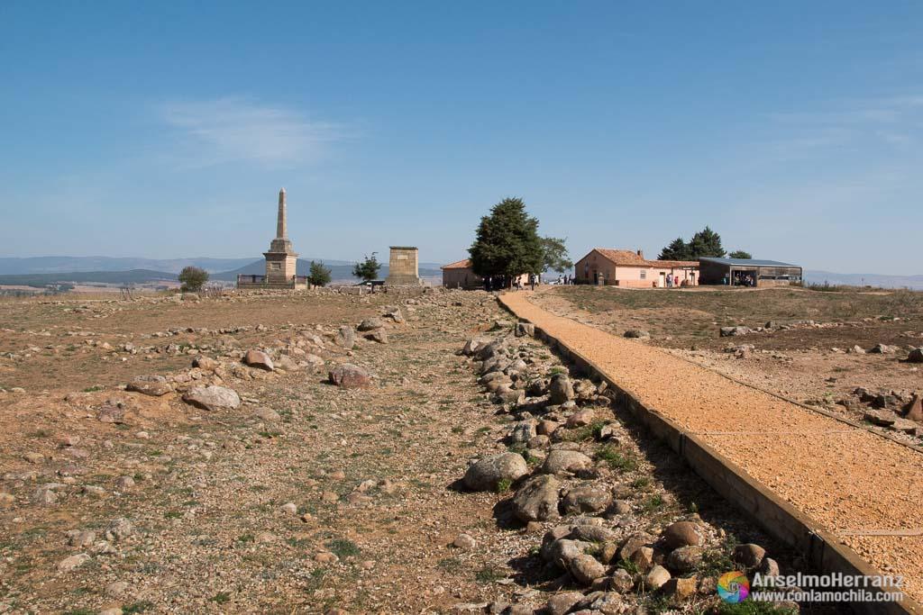 Centro de visitantes y obelisco - Numancia - Soria