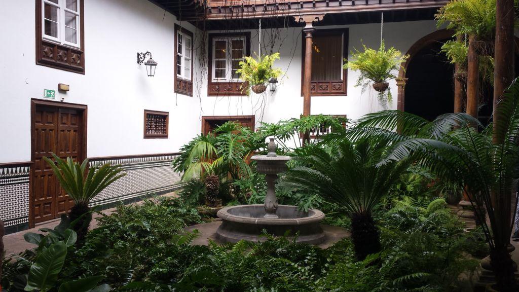 Patio Colonial de la Oficina de Turismo de La Laguna - Tenerife