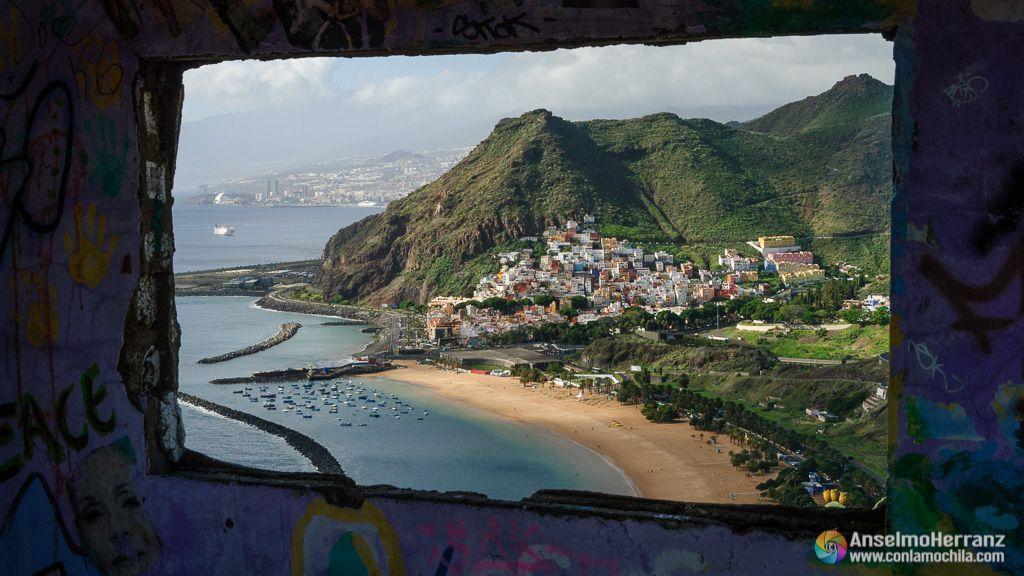 Playa de las Teresitas desde el interior de las ruinas del mirador - Tenerife