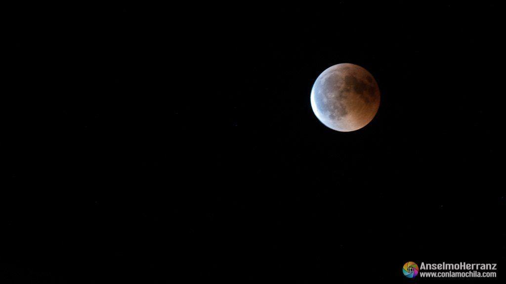 La luna comienza a recibir la luz del sol - Eclipse de Luna - Cerro de San Isidro - Segovia