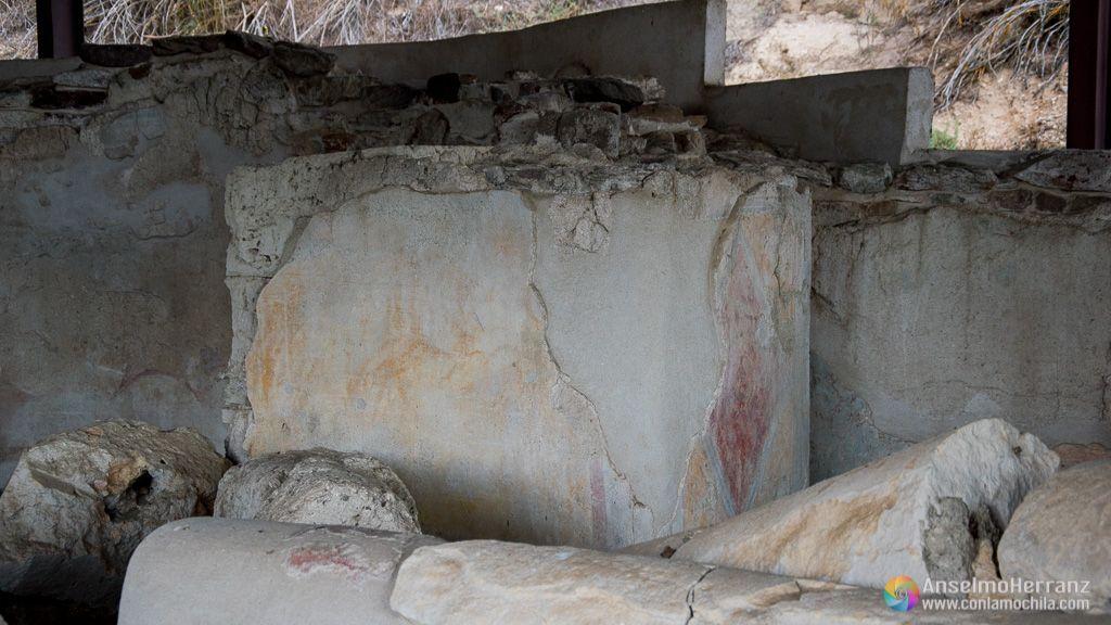 Trozos de columnas y pinturas del Yacimiento Romano de los Cinco Caños - Coca
