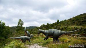 Familia de Iguanodones - Dinosaurios del yacimiento de Valdecevillo - Enciso - La Rioja