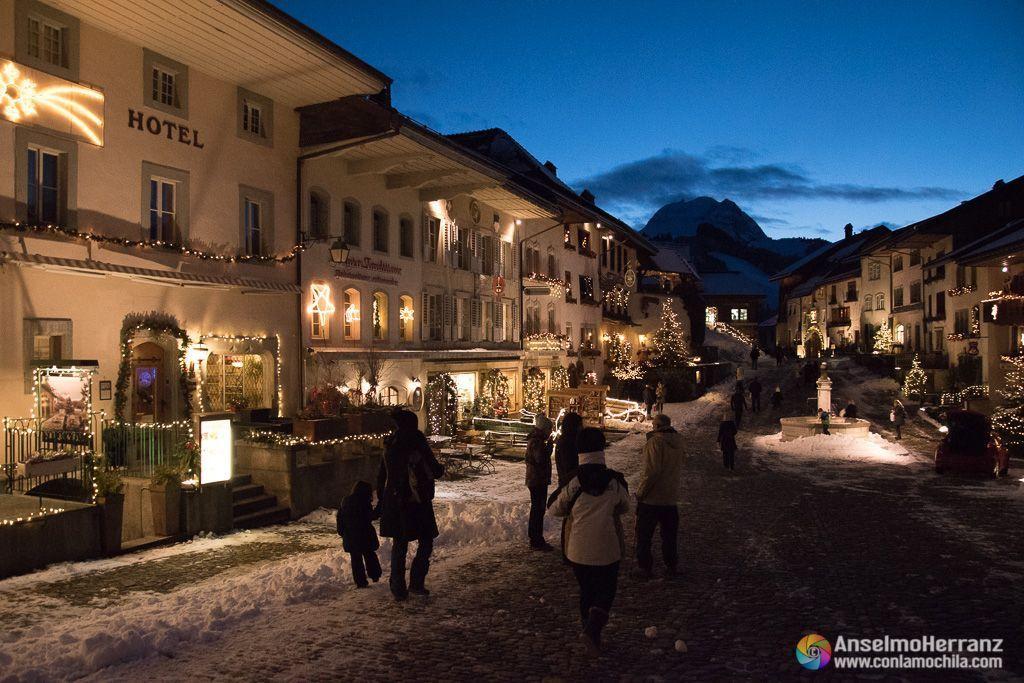 Paseando por las calles de Gruyere en Navidad - Suiza