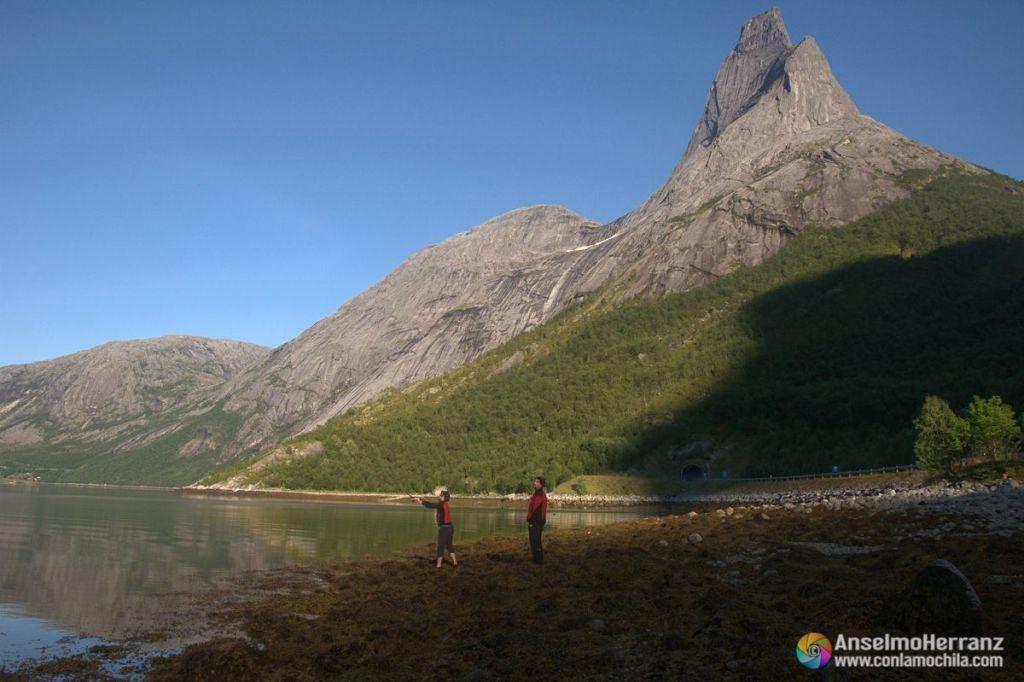 Pescando junto al Stentind - Noruega