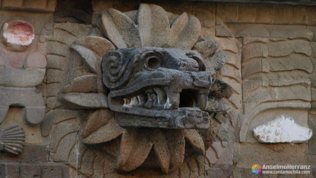 Serpiente emplumada de de la Pirámide de Quetzalcoatl - Teotihuacán