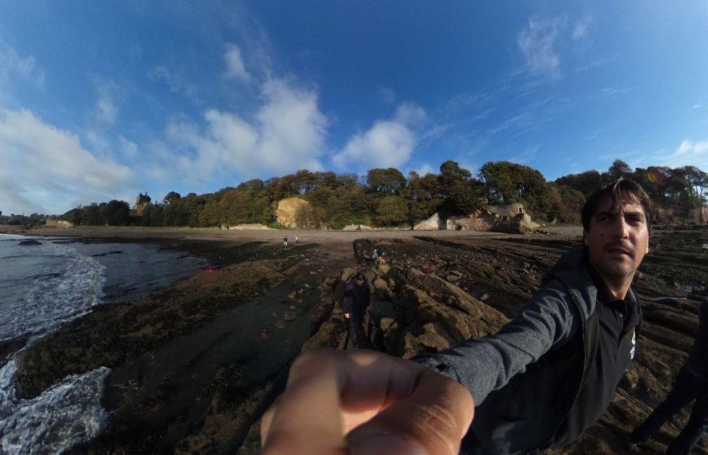 Ravenscraig Castle desde la rocas que afloran en la playa - Kirkcaldy - Escocia
