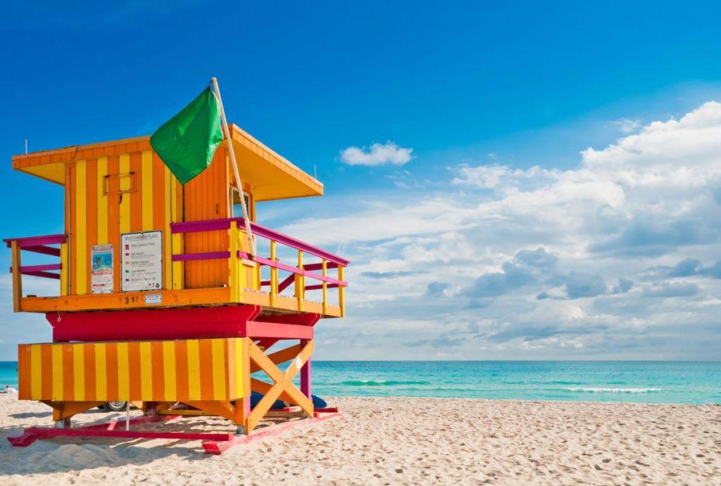 Típica caseta de vigilante de la playa de Miami