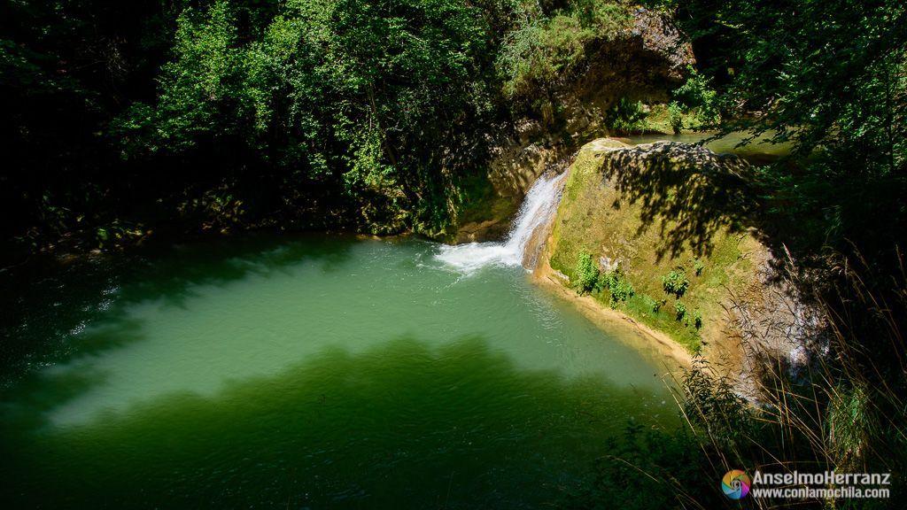Poza de aguas verde esmeralda - Nacedero del Urederra