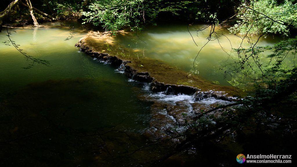 Remanso en el rio Urederra - Ruta del Nacedero del Urederra - Navarra
