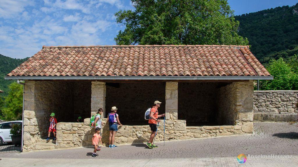 Lavadero de Baquedano - Ruta hacia el Nacedero del Urederra - Navarra