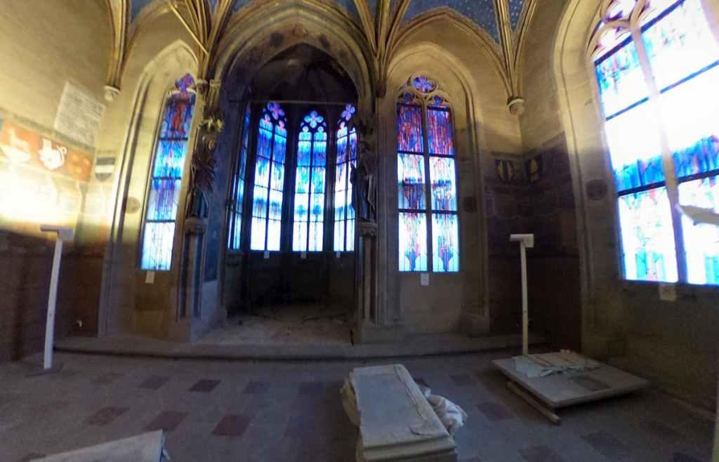 Vidrieras de la capilla de Santa María en el Old Town Hall - Praga