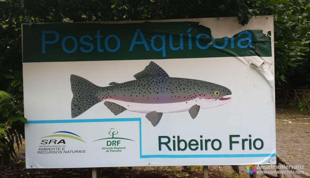 Cartel de entrada a la piscifactoría de Ribeiro Frio en Madeira.
