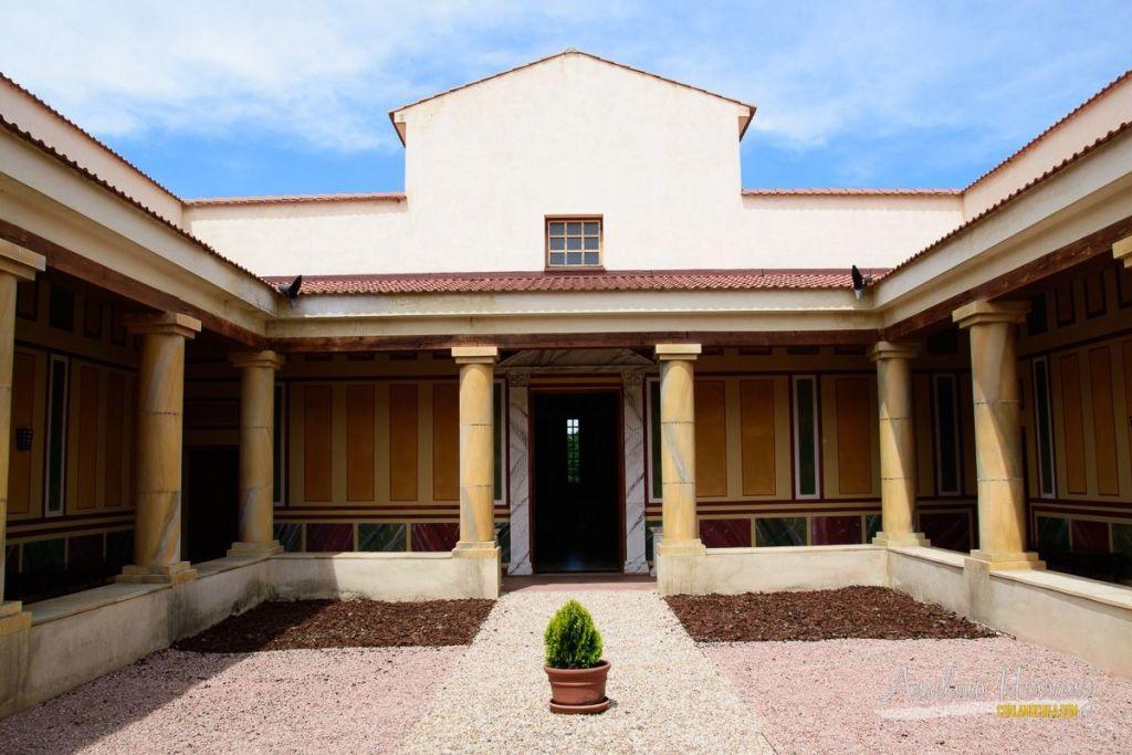 Replica de Villa Romana en el Museo de las Villas Romanas de Almenara-Puras