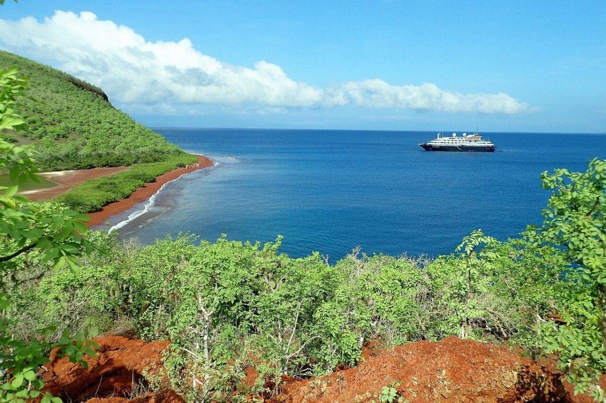 Barco llegando a Islas Galápagos - Ecuador   Foto: Gonzo1887