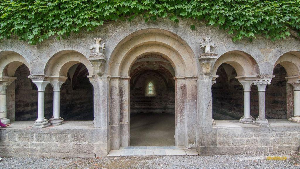 Fotografía del exterior de la sala capitular de la abadía de Escaladieu, en los Altos Pirineos. Francia