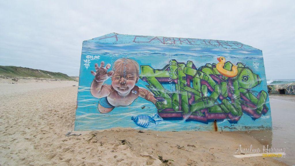 Graffiti en uno de los búnkers de Capbreton