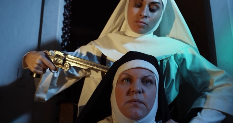 Revólveres, monjas, drogas y otros moteros del montón