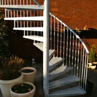 Drie balusters per trede