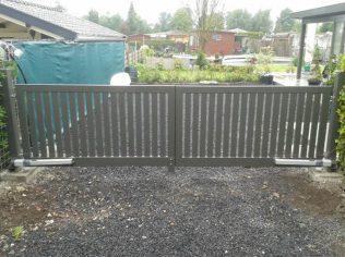 Verzinkt stalen hek, gepoedercoat en elektrisch bedienbaar
