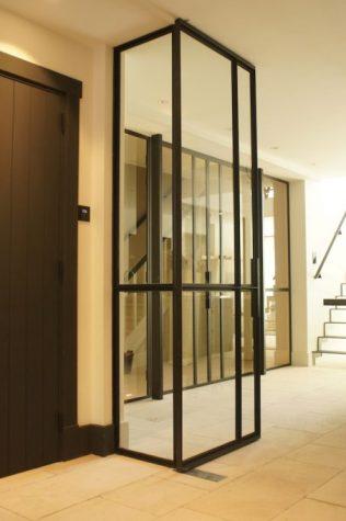 Zwart gepoedercoate taatsdeur