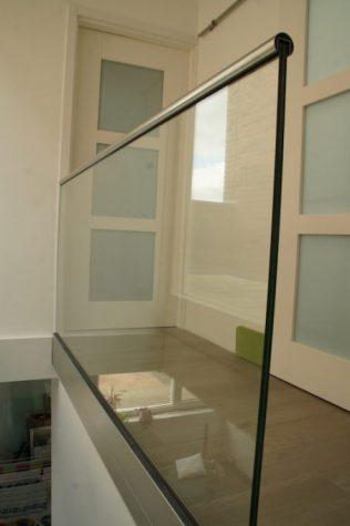 Glazen balustrade met Storax profielen