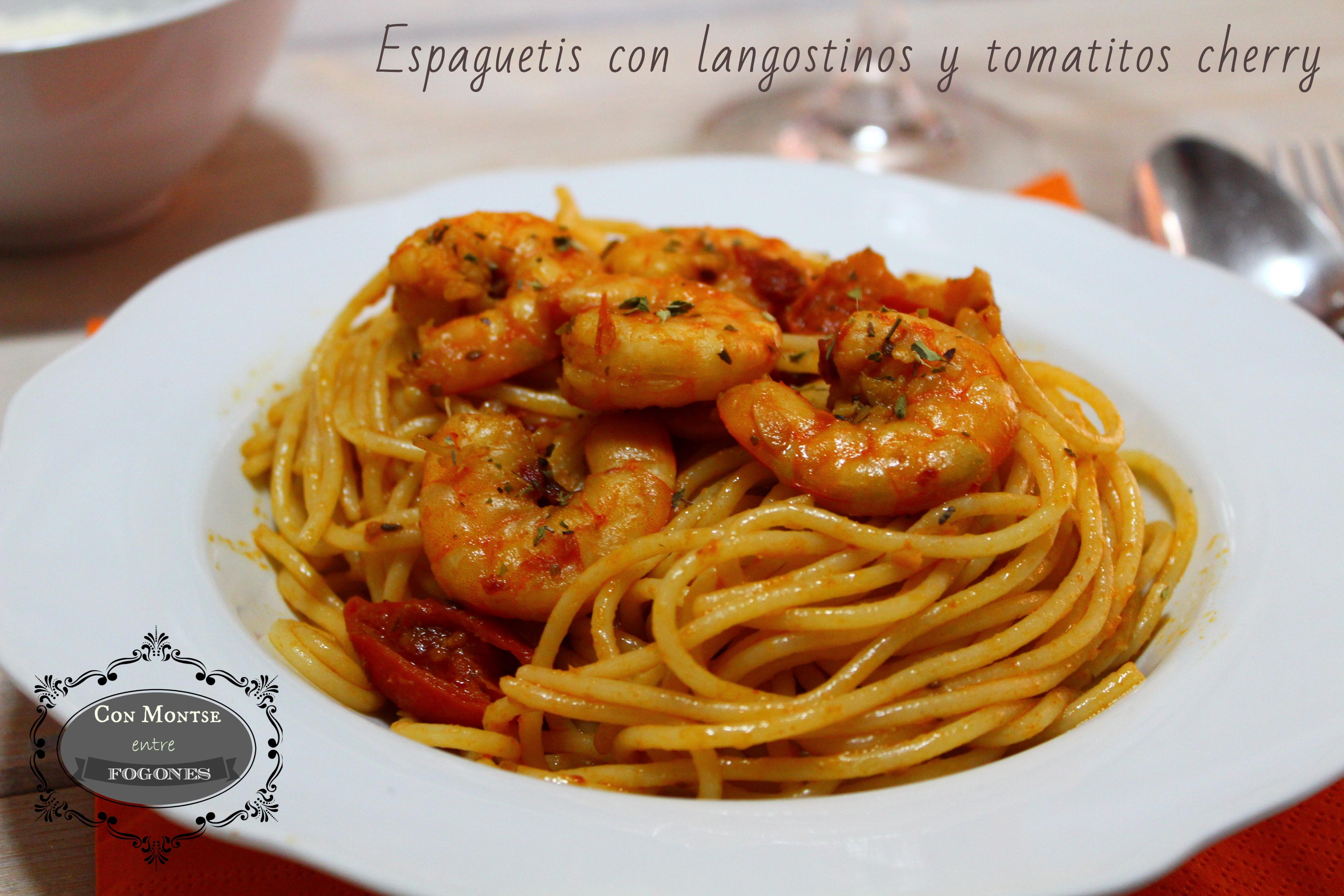 Espaguetis con langostinos y tomateros cherry
