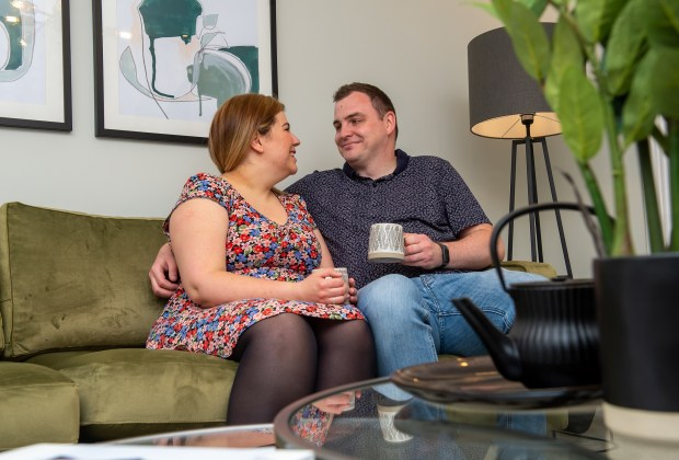 B&DWNM - SGB_7706 - Emma and Gavin sat in the living room of one of the show homes at Grange View-8f0c90a2