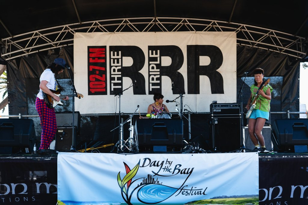 Empat Lima's energetic stage presence drew the attention of many at Day by the Bay. Image: Tim Brown
