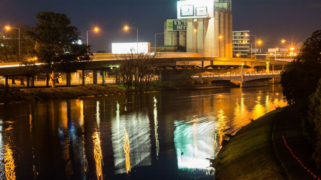 Melbourne's Yarra river at night