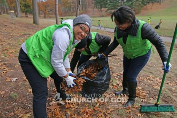 world-mission-society-church-of-god-connecticut-mother's-street-cleanup_8606