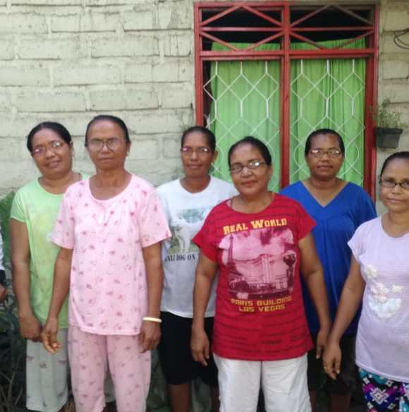 Connect Indonesia distributed reading glasses to weavers in Pamakayo, Solor Island, East Nusa Tenggara