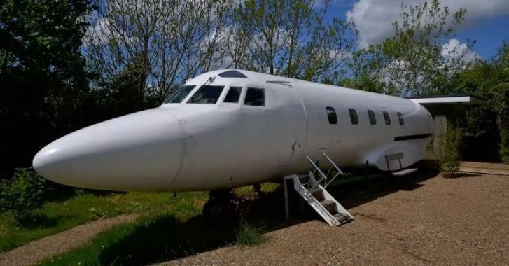 alojamiento diferente avión airbnb