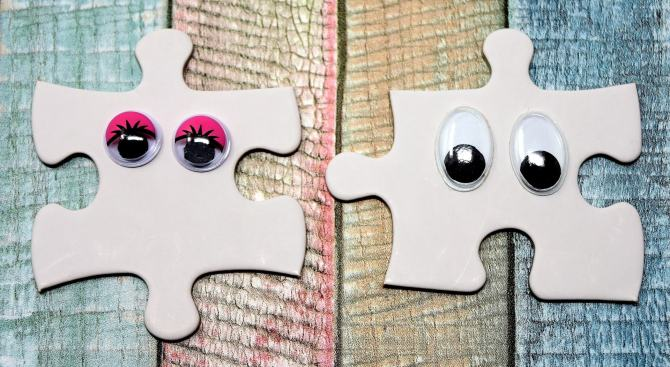 2 puzzle pieces with eyeblls
