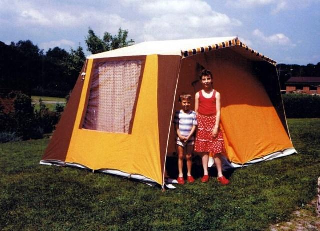 Annelie 1984 och Tomas sätter upp tält 5