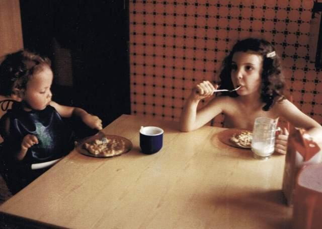 Annelie Tomas 1979 och Annelie äter mat