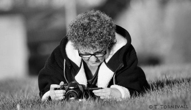 04 Kamera Connie i gräs Tomas bild 02
