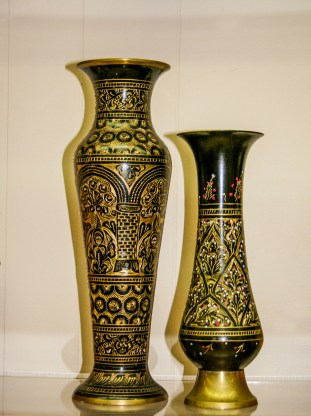 1 Two Vases Black and Gold